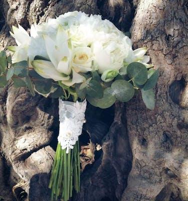 Total White Bridal Bouquet Νυφικό Μπουκέτο