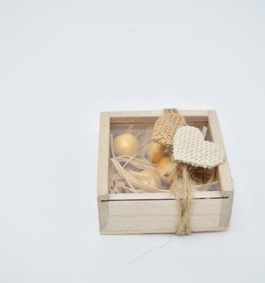 Μπομπονιέρα ξύλινη με καρδούλα