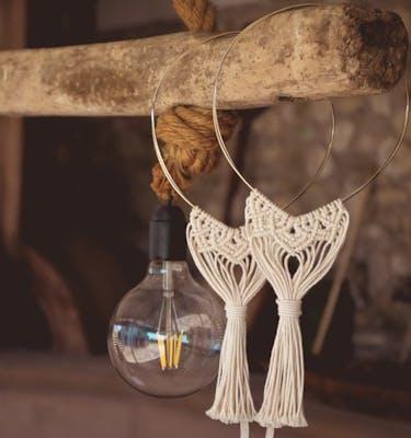 25. Στέφανα γάμου με διπλή λευκόχρυση-επίχρυση βέργα και boho διακόσμηση